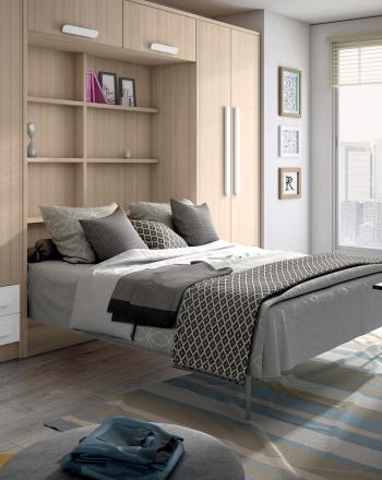 Amueblamiento con gran capacidad de almacenaje y cama grande oculta.