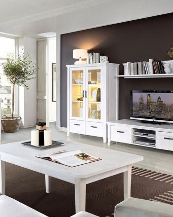 Conjunto de muebles para salón de estilo francés.